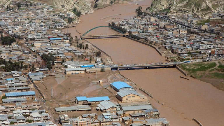 skynews-iran-poldokhtar-floods_4630817