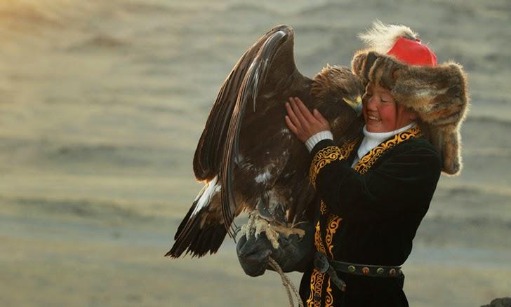 Mongolian-Eagle-Hunters-by-Asher-Svidensky-6