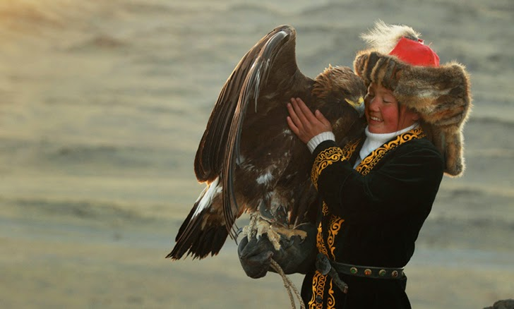 Mongolian-Eagle-Hunters-by-Asher-Svidensky-6